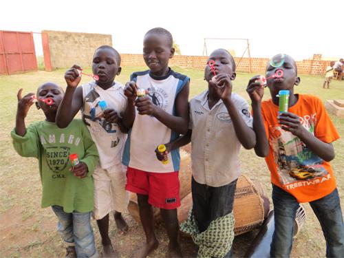 Straßenkinder in einer Gruppe